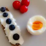 Æg Palæobrød og tomat
